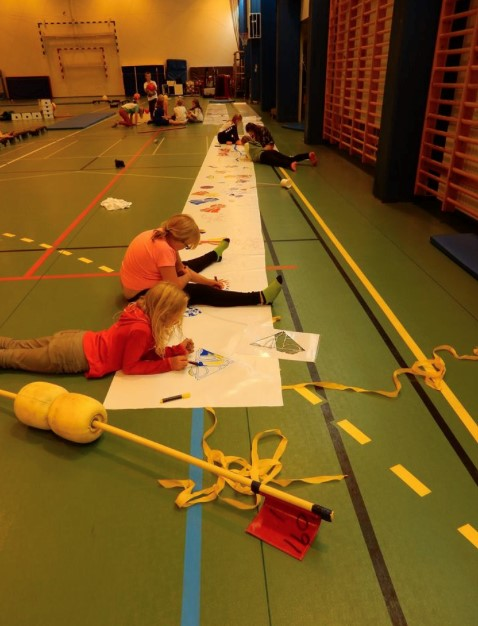 PREPARATION IN THE SPORTS HALL: COSTUMES
